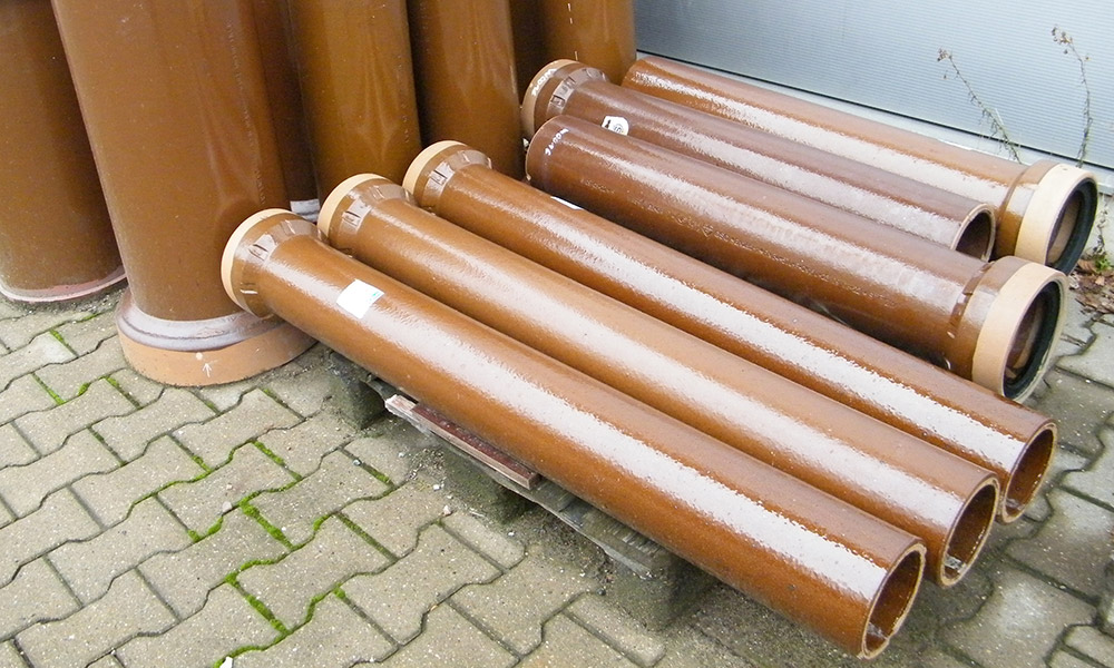 clay sewer pipes