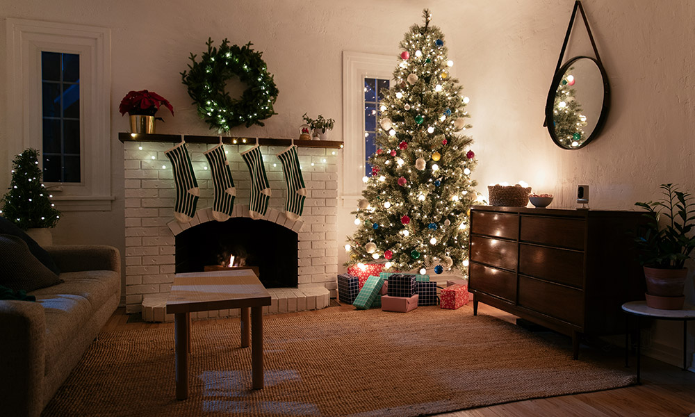 Connect your Christmas tree lights to a Vivint Lamp Module to control your lights from your smart home