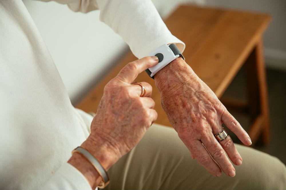 Elderly woman using the Vivint Emergency Pendant