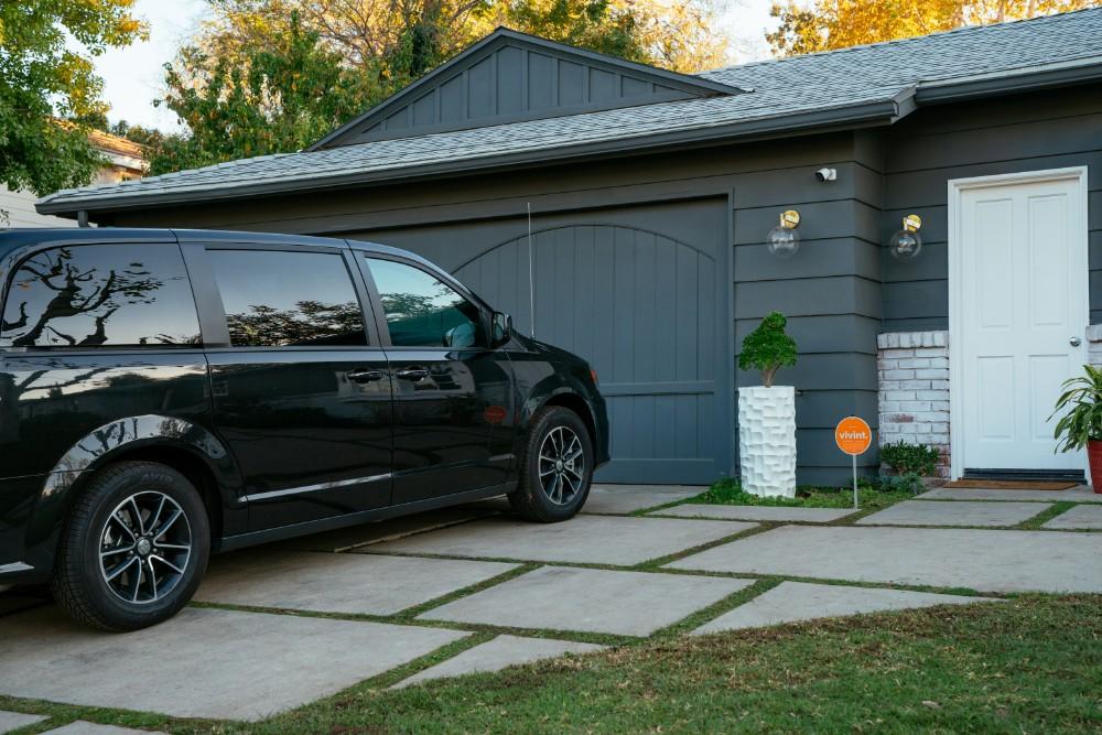 vivint smart home car driveway