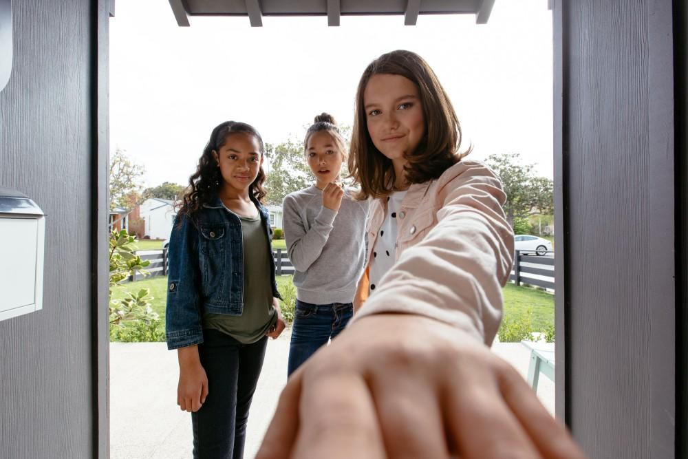 Vivint Doorbell Camera Pro Front Porch View Girls
