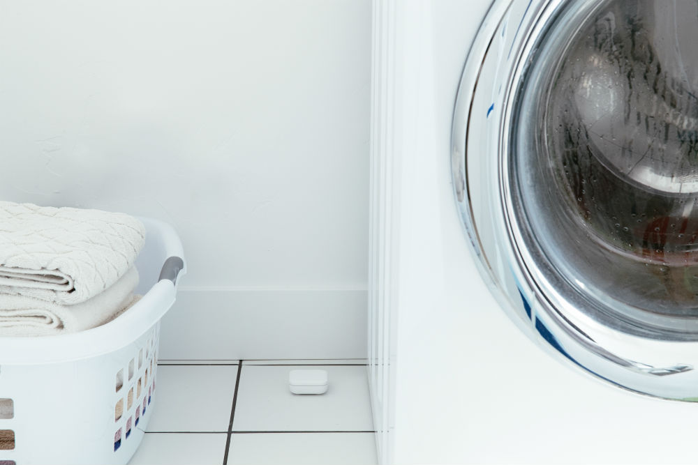 Washing machine and laundry with a Vivint water sensor