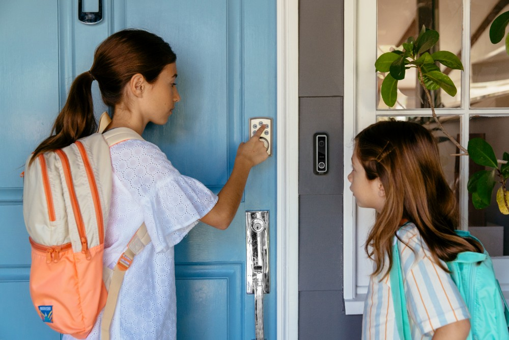 vivint smart lock girls entering home