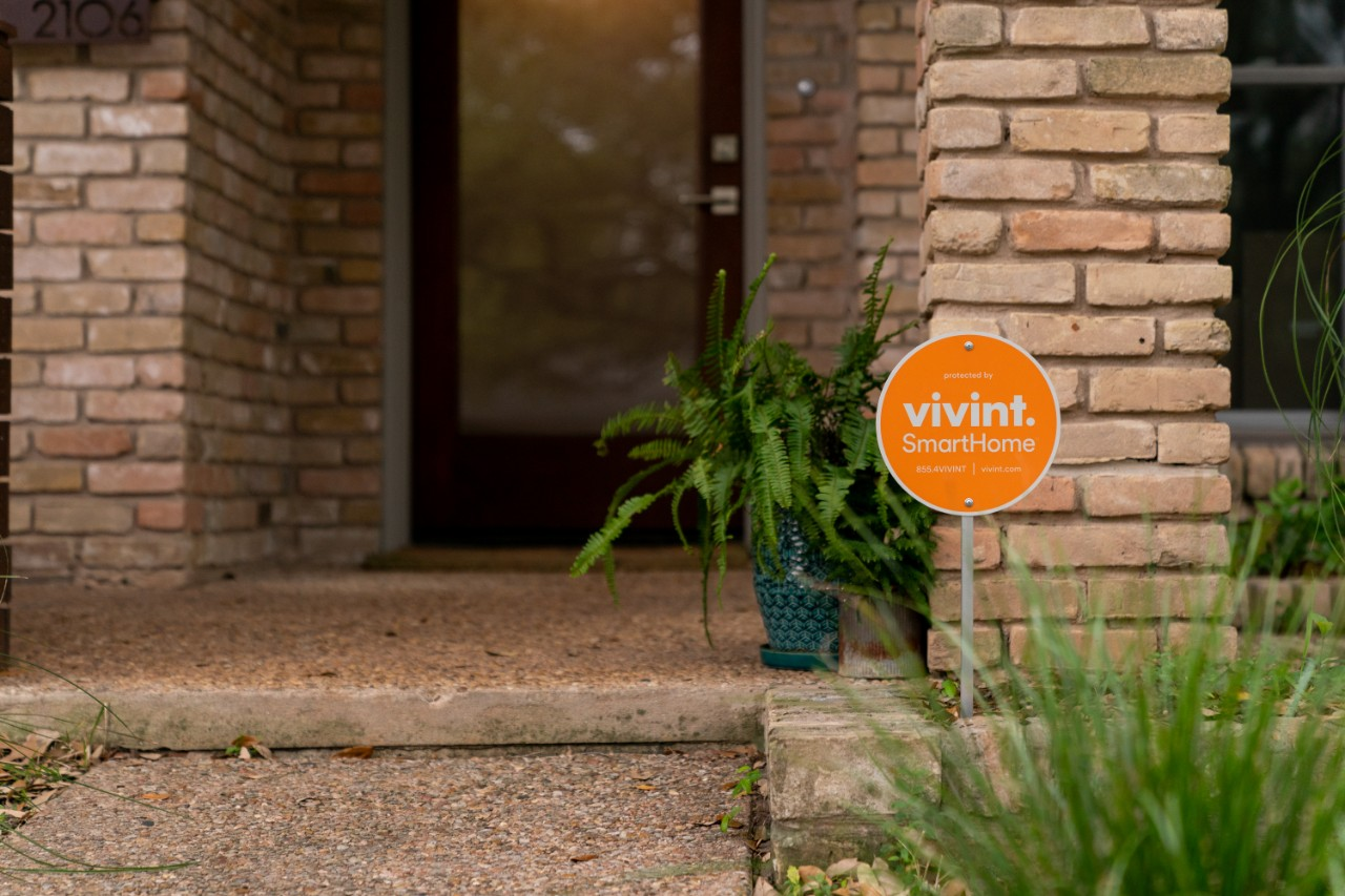 vivint home security sign